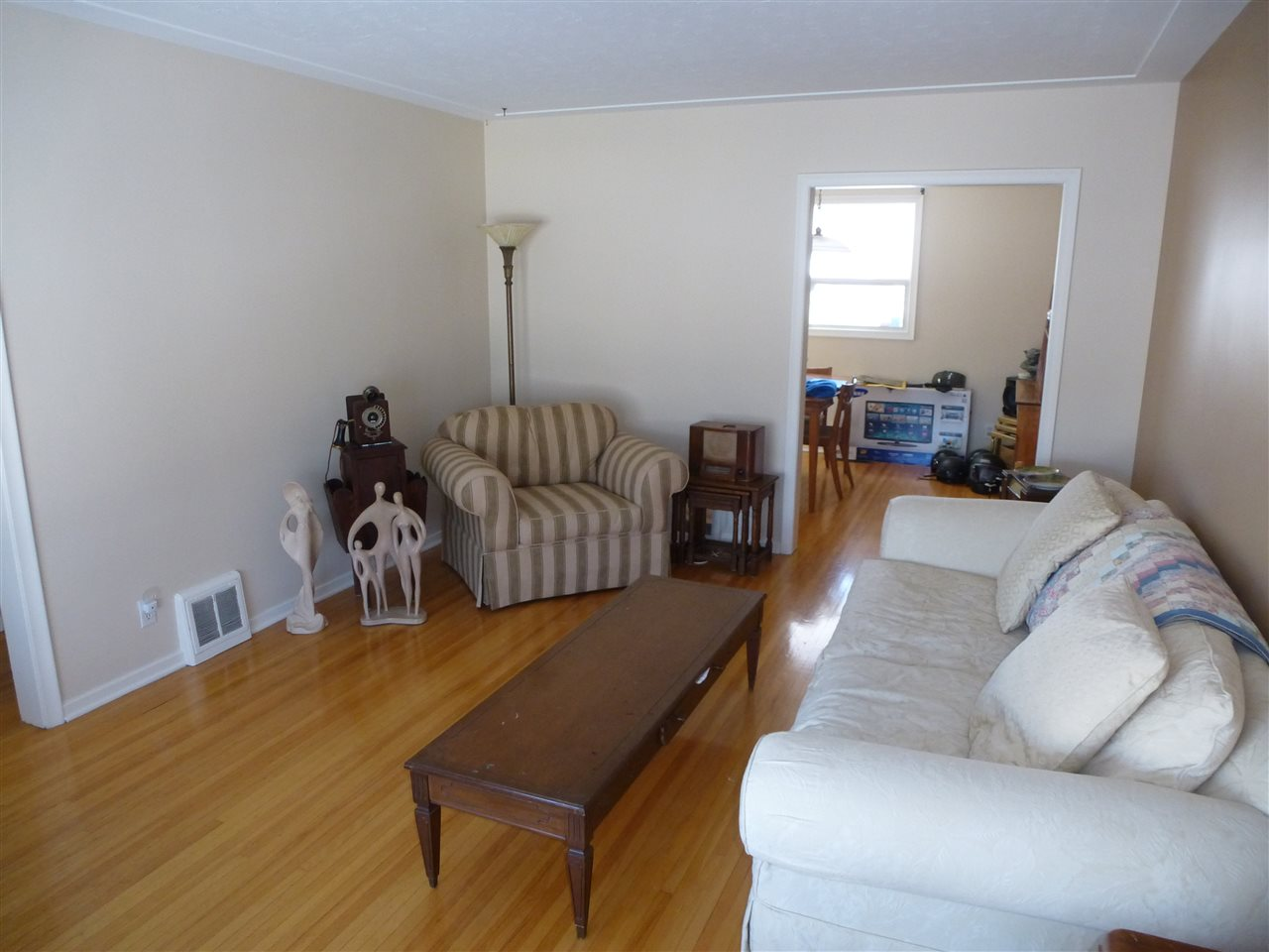 Photo 5: 10831 135 Street in Edmonton: Zone 07 House for sale : MLS(r) # E4069539