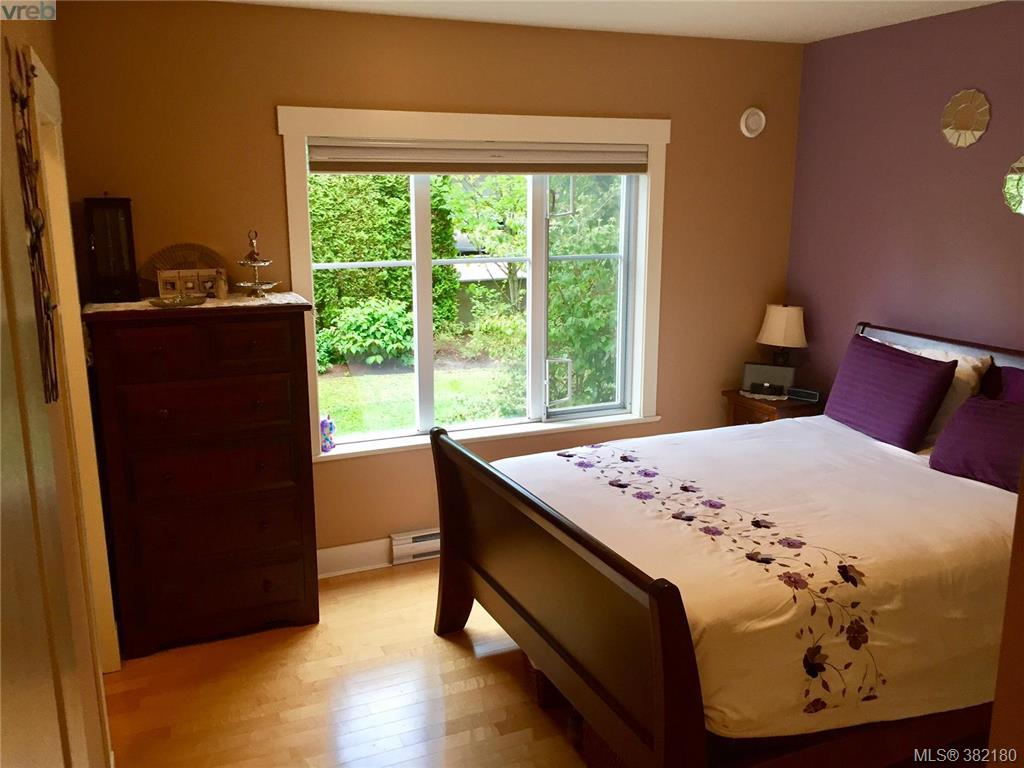 Photo 11: 107 1825 Kings Road in VICTORIA: SE Camosun Townhouse for sale (Saanich East)  : MLS® # 382180