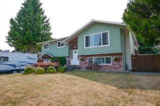 Main Photo: 5923 ANGUS Place in Surrey: Cloverdale BC House for sale (Cloverdale)  : MLS®# R2291382