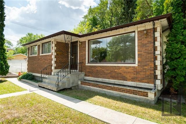 Main Photo: 1042 Garwood Avenue in Winnipeg: Crescentwood Residential for sale (1Bw)  : MLS®# 1820911