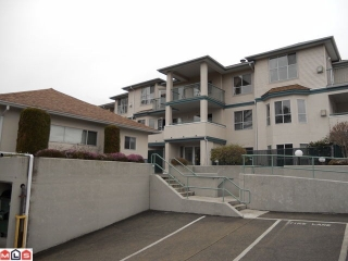 "Main Photo: 305 5955 177B Street in Surrey: Cloverdale BC Condo for sale in ""WINDSOR PLACE"" (Cloverdale)  : MLS® # F1106948"