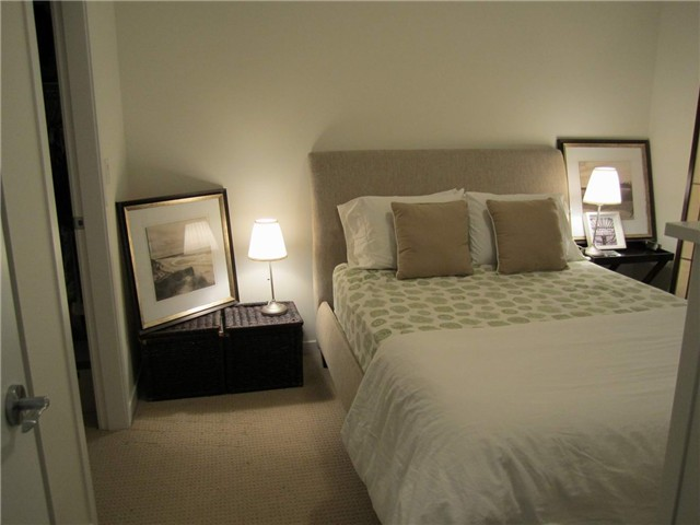 Photo 5: 206 101 MORRISSEY Road in Port Moody: Port Moody Centre Condo for sale : MLS(r) # V964846