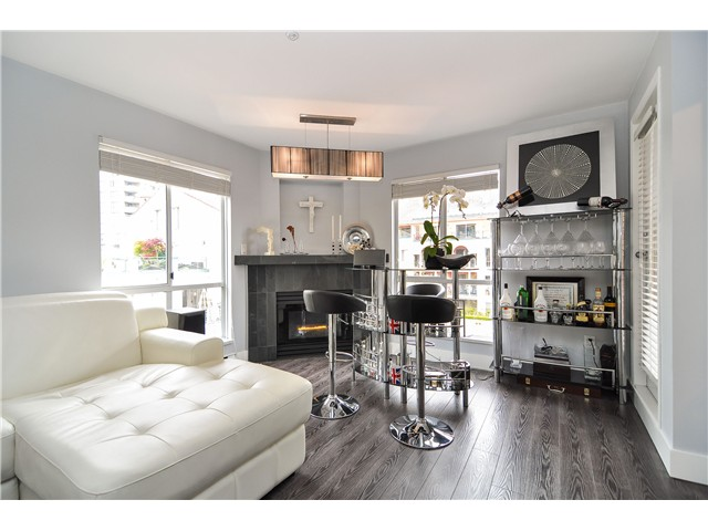Photo 4: 303 6 RENAISSANCE Square in New Westminster: Quay Condo for sale : MLS(r) # V1004198
