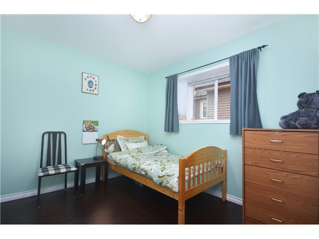 Photo 9: 1020 E 10TH AV in Vancouver: Mount Pleasant VE House 1/2 Duplex for sale (Vancouver East)  : MLS(r) # V1031216