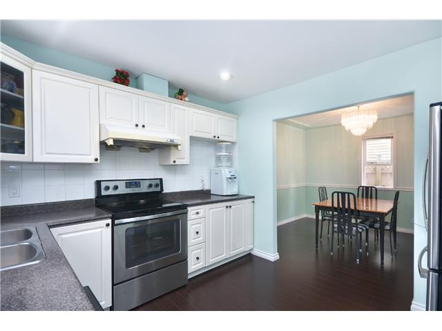 Photo 3: 1020 E 10TH AV in Vancouver: Mount Pleasant VE House 1/2 Duplex for sale (Vancouver East)  : MLS(r) # V1031216