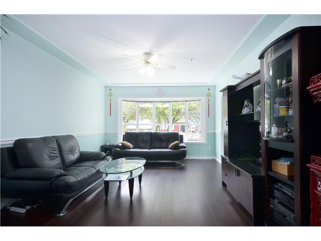 Photo 5: 1020 E 10TH AV in Vancouver: Mount Pleasant VE House 1/2 Duplex for sale (Vancouver East)  : MLS(r) # V1031216