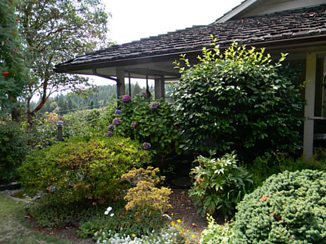 "Main Photo: 5528 MASON Road in Sechelt: Sechelt District House for sale in ""WEST SECHELT"" (Sunshine Coast)  : MLS® # V1139597"