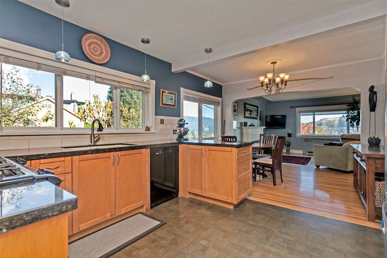 Photo 6: 11 SEA Avenue in Burnaby: Capitol Hill BN House for sale (Burnaby North)  : MLS® # R2014601