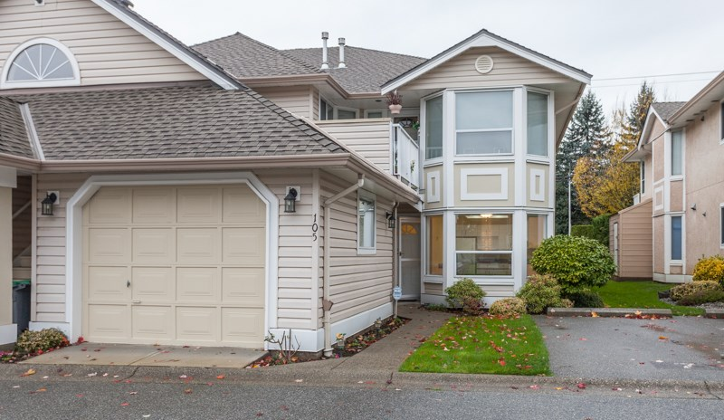 Main Photo: 105 16031 82 Avenue in Surrey: Fleetwood Tynehead Townhouse for sale : MLS®# R2015541