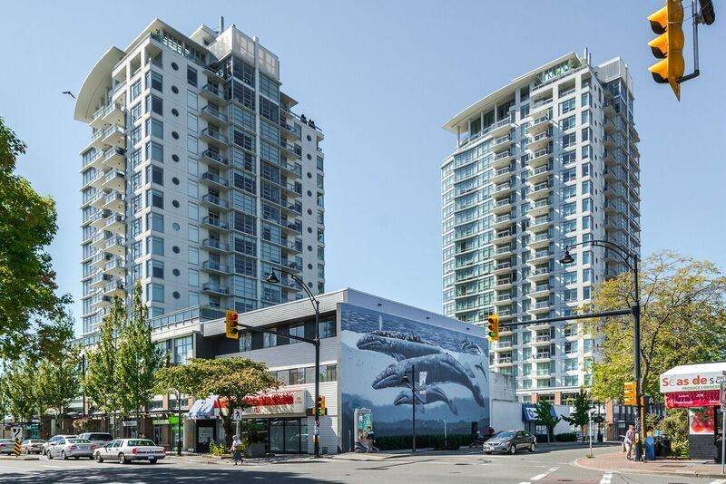 "Main Photo: 1005 15152 RUSSELL Avenue: White Rock Condo for sale in ""Miramar Village"" (South Surrey White Rock)  : MLS®# R2108379"