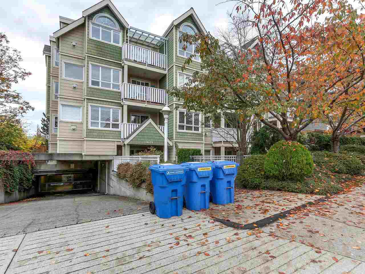 "Main Photo: 301 1623 E 2ND Avenue in Vancouver: Grandview VE Condo for sale in ""GRANDVIEW MANOR"" (Vancouver East)  : MLS® # R2122830"