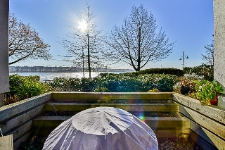 "Main Photo: 114 5 K DE K Court in New Westminster: Quay Condo for sale in ""QUAYSIDE TERRACE"" : MLS®# R2135242"