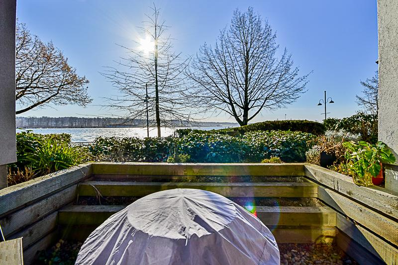"Main Photo: 114 5 K DE K Court in New Westminster: Quay Condo for sale in ""QUAYSIDE TERRACE"" : MLS(r) # R2135242"