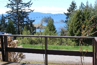 "Main Photo: 2 12248 SUNSHINE COAST Highway in Madeira Park: Pender Harbour Egmont Manufactured Home for sale in ""SEVEN ISLES TAILER COURT"" (Sunshine Coast)  : MLS® # R2151511"