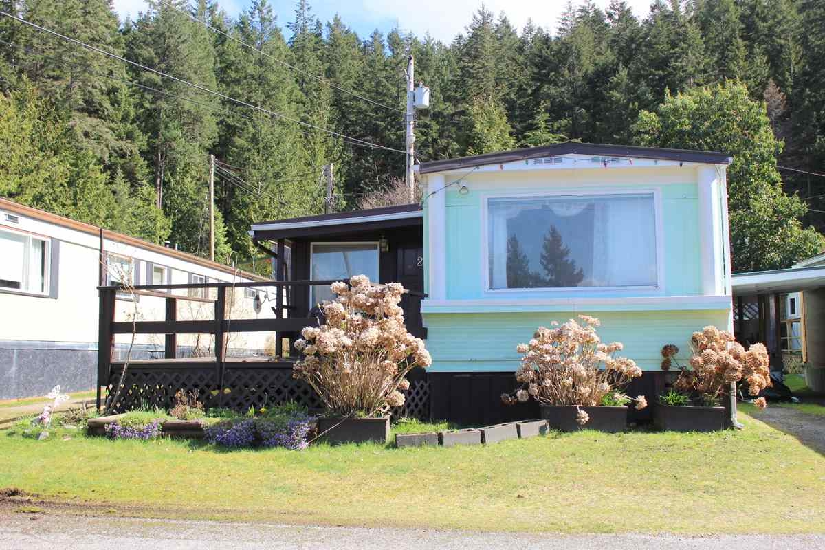 "Photo 2: Photos: 2 12248 SUNSHINE COAST Highway in Madeira Park: Pender Harbour Egmont Manufactured Home for sale in ""SEVEN ISLES TAILER COURT"" (Sunshine Coast)  : MLS® # R2151511"