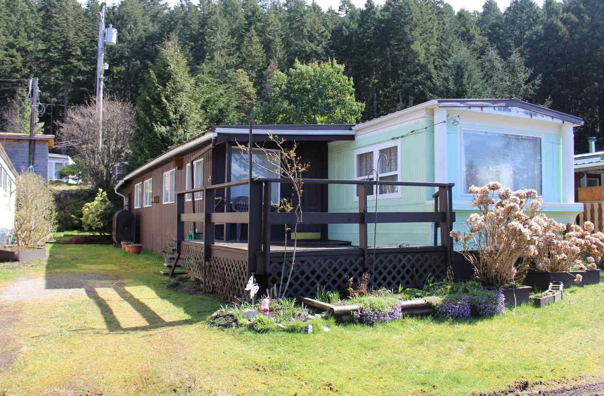 "Photo 3: Photos: 2 12248 SUNSHINE COAST Highway in Madeira Park: Pender Harbour Egmont Manufactured Home for sale in ""SEVEN ISLES TAILER COURT"" (Sunshine Coast)  : MLS® # R2151511"