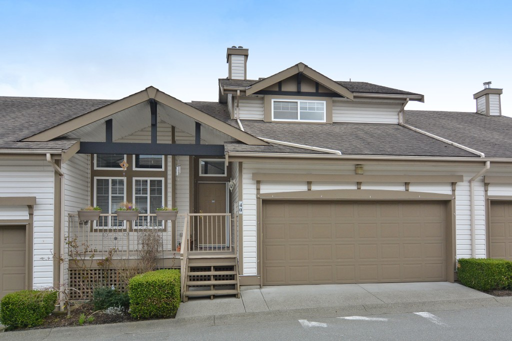 "Main Photo: 40 20222 96TH Avenue in Langley: Walnut Grove Townhouse for sale in ""WINDSOR GARDENS"" : MLS(r) # R2151621"