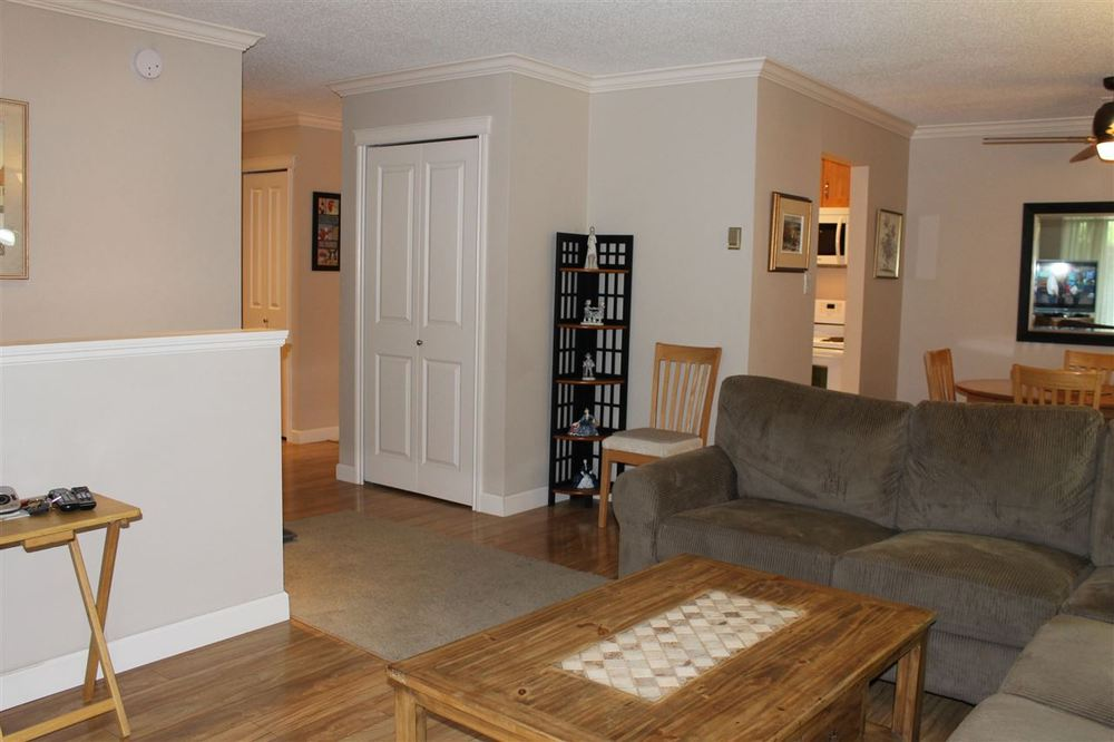 Photo 5: 108 7426 138 STREET in Surrey: Home for sale : MLS(r) # R2077457