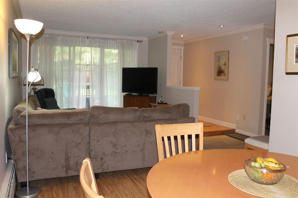 Photo 8: 108 7426 138 STREET in Surrey: Home for sale : MLS(r) # R2077457