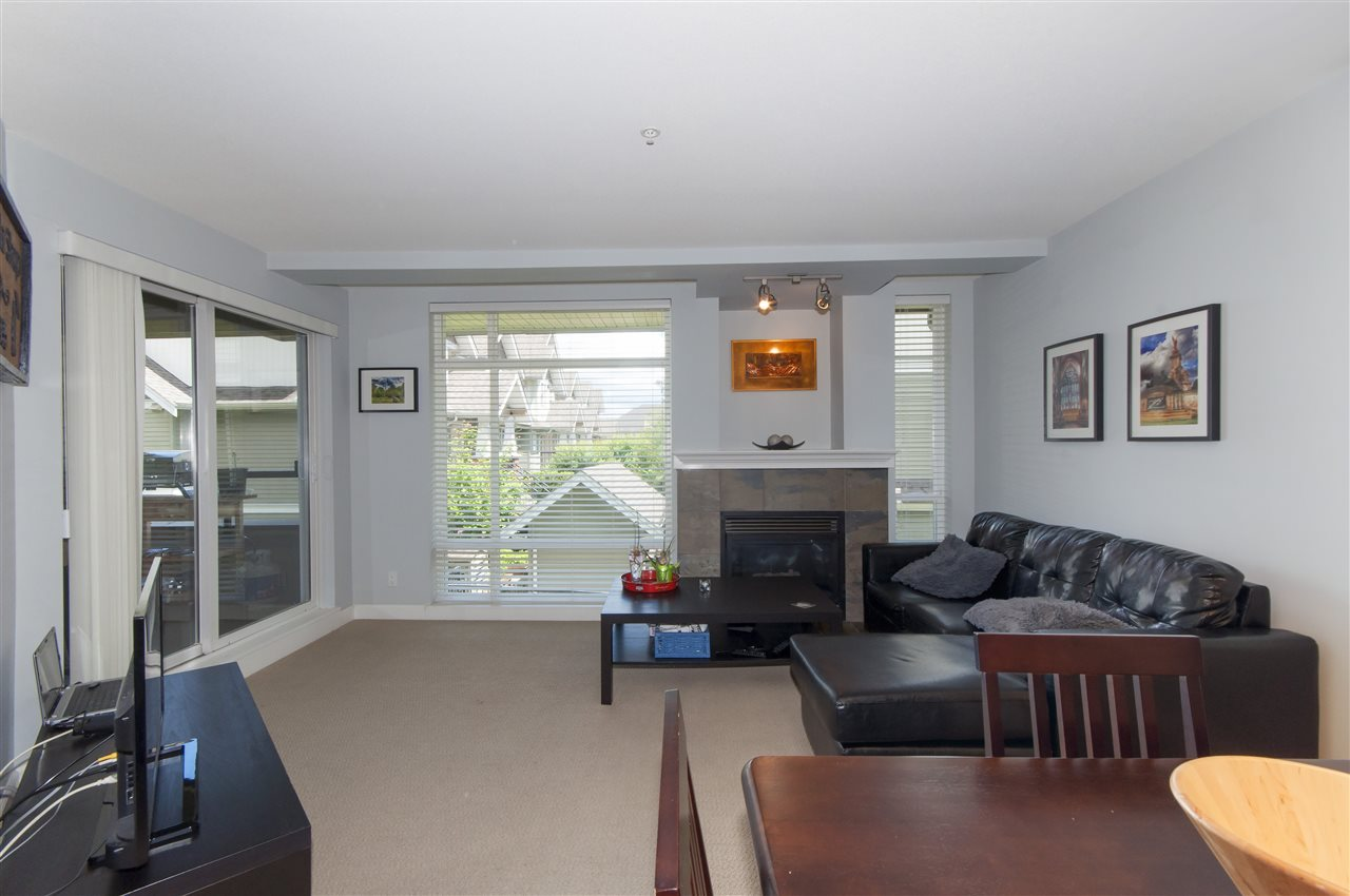 Photo 4: 206 3150 VINCENT Street in Port Coquitlam: Glenwood PQ Condo for sale : MLS(r) # R2176418