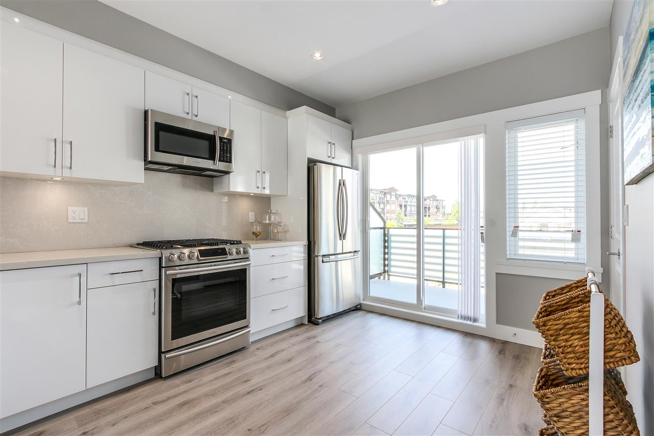"Photo 8: 3 240 JARDINE Street in New Westminster: Queensborough Townhouse for sale in ""QUEEN'S PARK ESTATE"" : MLS(r) # R2179102"