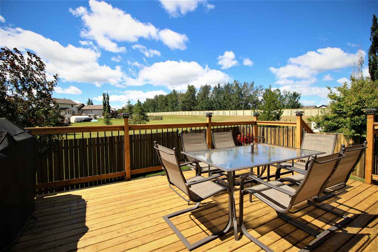 Main Photo: 24 GRAYRIDGE Bay: Stony Plain House for sale : MLS(r) # E4070434
