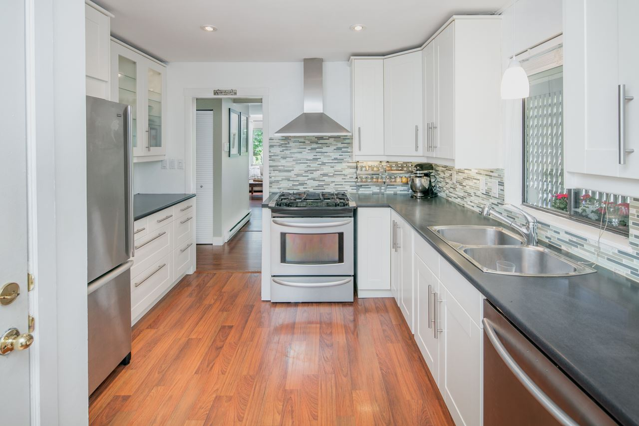 FEATURED LISTING: 5888 MAYVIEW Circle Burnaby