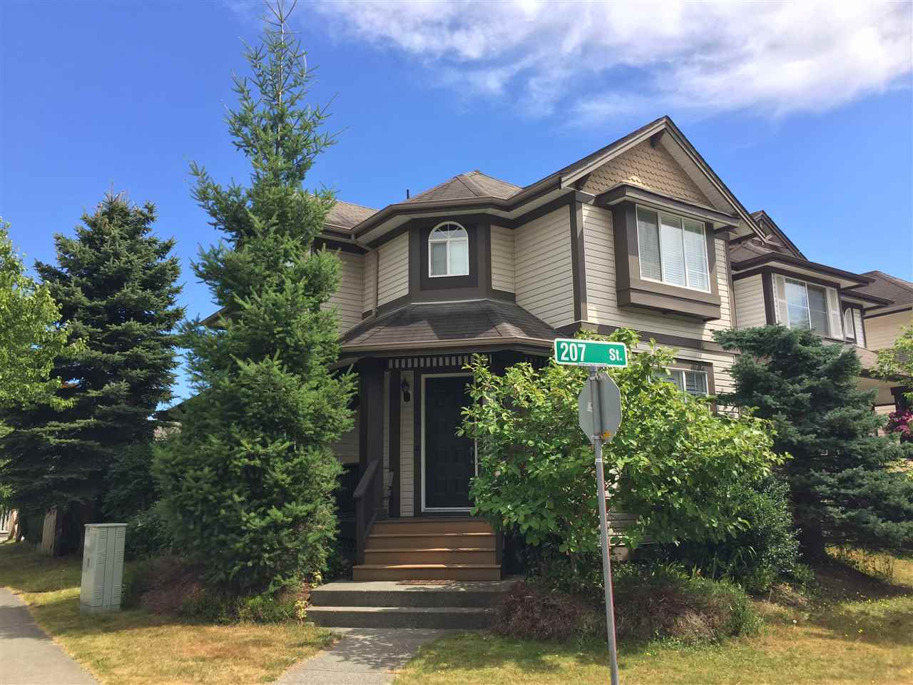 "Main Photo: 8696 207 Street in Langley: Walnut Grove House for sale in ""DISCOVERY TOWN"" : MLS®# R2192575"