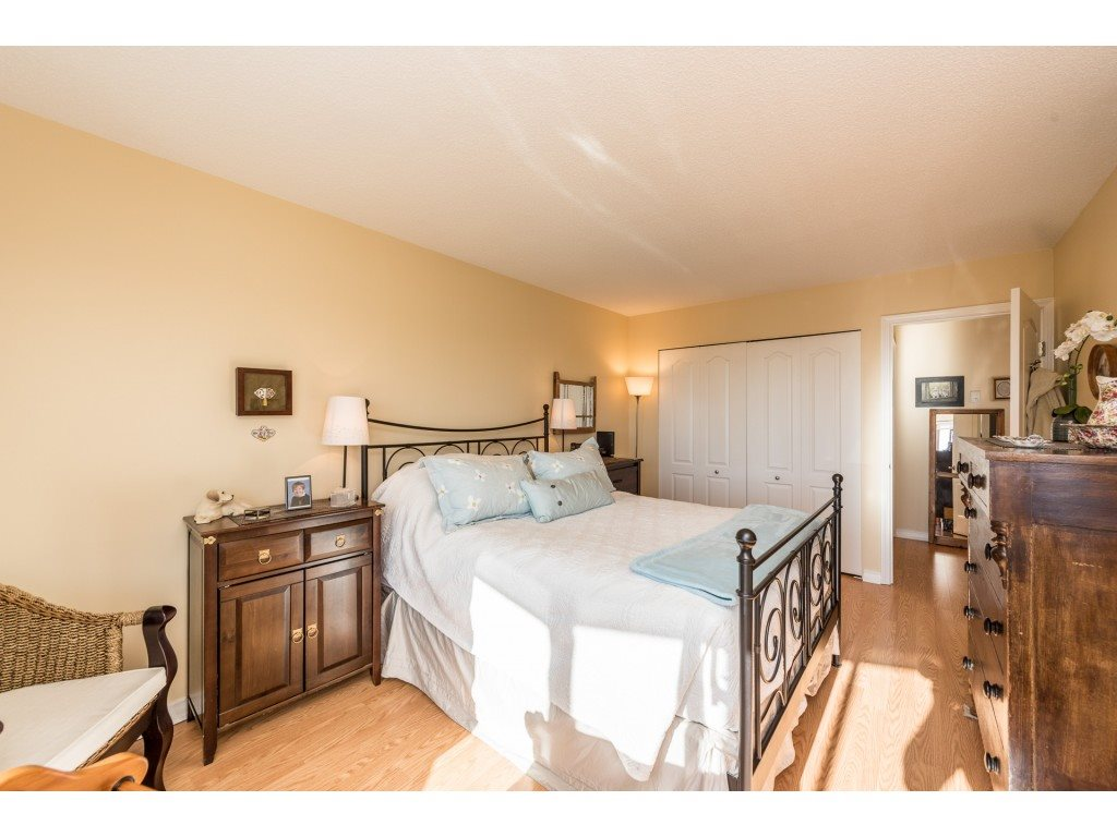 "Photo 8: Photos: 611 15111 RUSSELL Avenue: White Rock Condo for sale in ""Pacific Terrace"" (South Surrey White Rock)  : MLS® # R2204844"