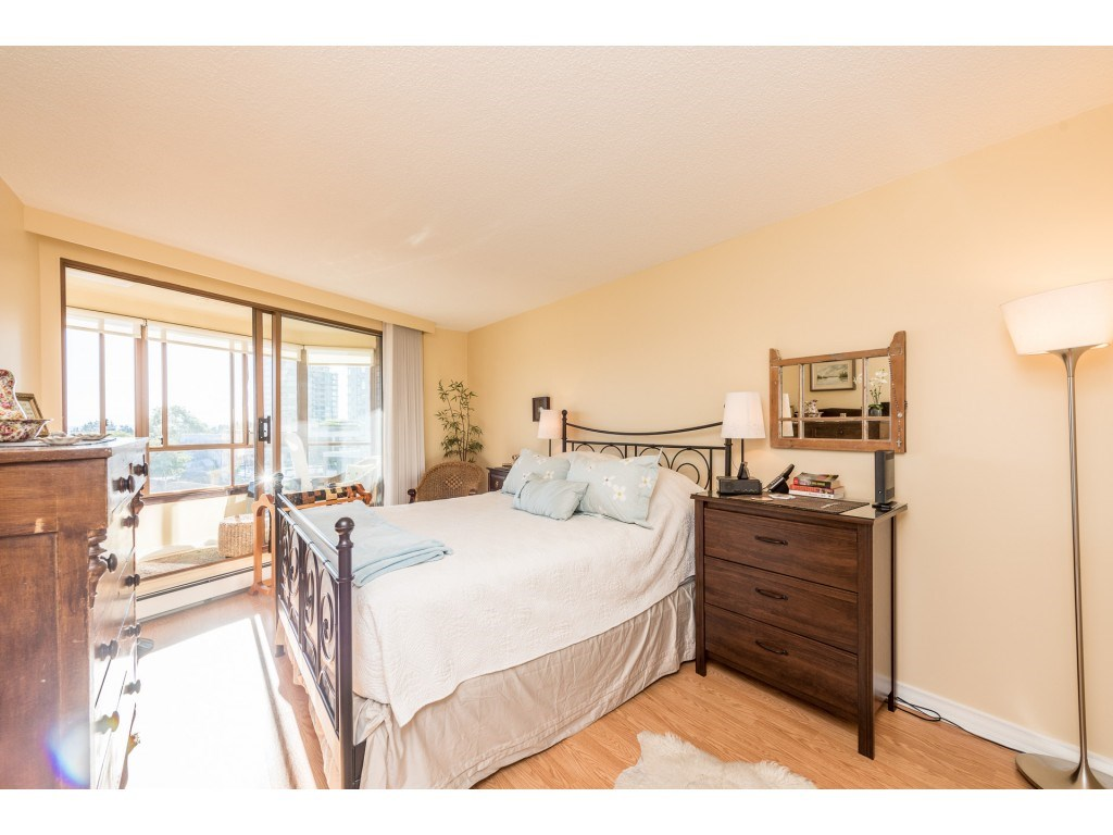 "Photo 7: Photos: 611 15111 RUSSELL Avenue: White Rock Condo for sale in ""Pacific Terrace"" (South Surrey White Rock)  : MLS® # R2204844"