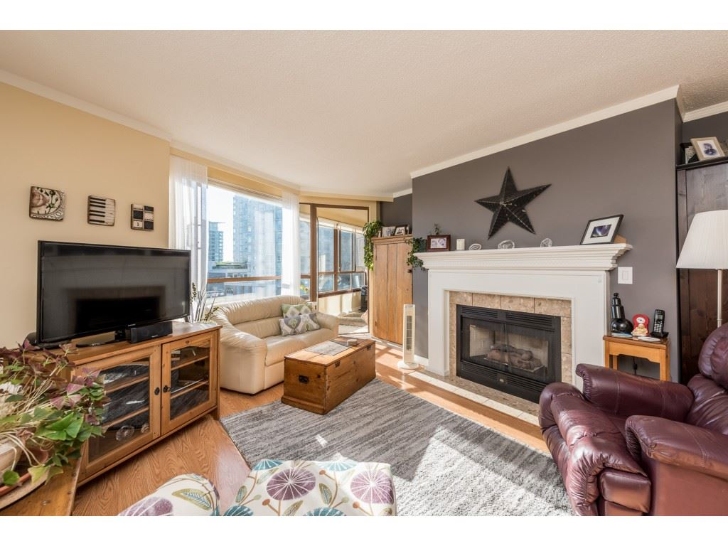 "Photo 1: Photos: 611 15111 RUSSELL Avenue: White Rock Condo for sale in ""Pacific Terrace"" (South Surrey White Rock)  : MLS® # R2204844"