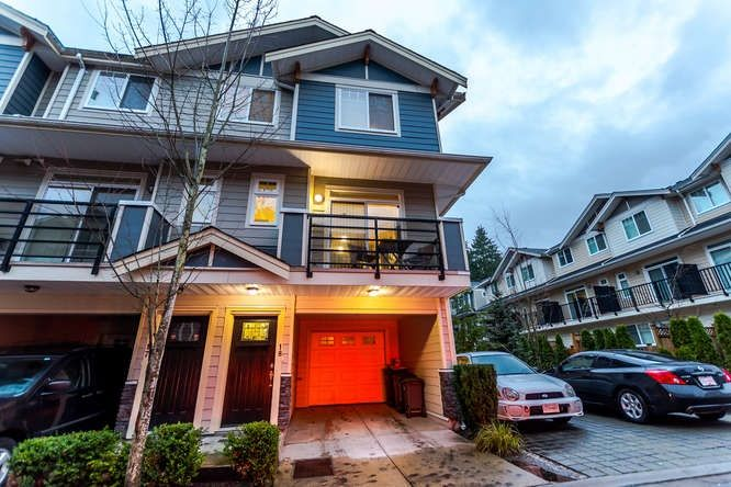 "Main Photo: 18 6383 140 Street in Surrey: Sullivan Station Townhouse for sale in ""Panorma West"" : MLS®# R2225329"