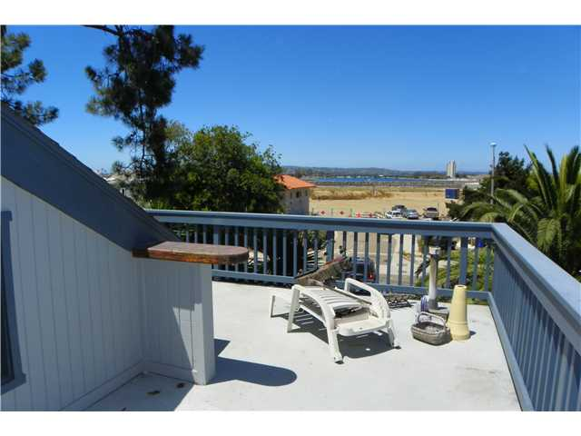 Photo 18: OCEAN BEACH House for sale : 2 bedrooms : 5049 Point Loma in San Diego