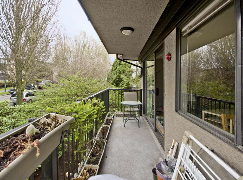 "Photo 11: 205 2222 CAMBRIDGE Street in Vancouver: Hastings Condo for sale in ""The Cambridge"" (Vancouver East)  : MLS(r) # R2046134"