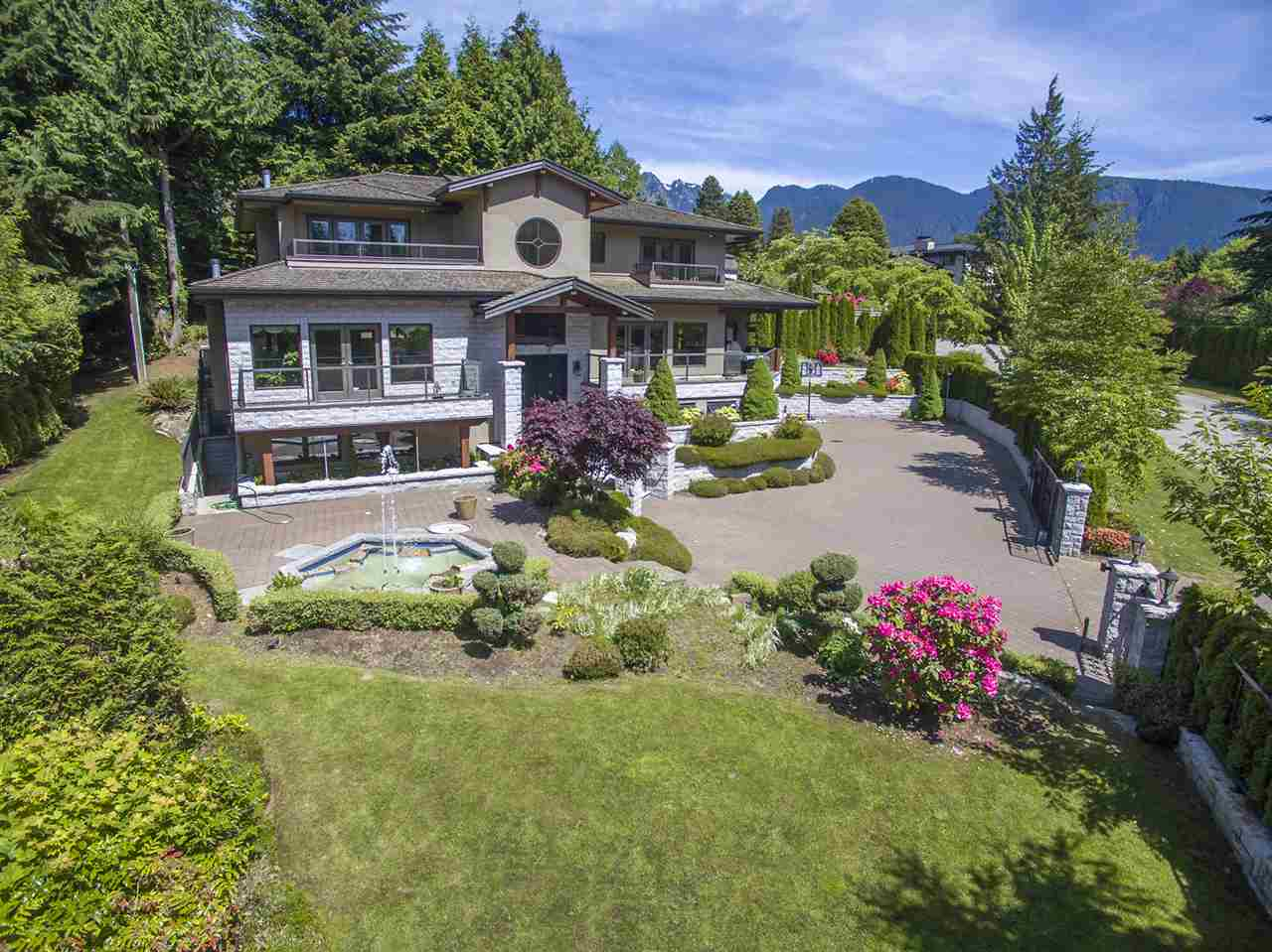 Main Photo: 1080 EYREMOUNT Drive in West Vancouver: British Properties House for sale : MLS®# R2070226