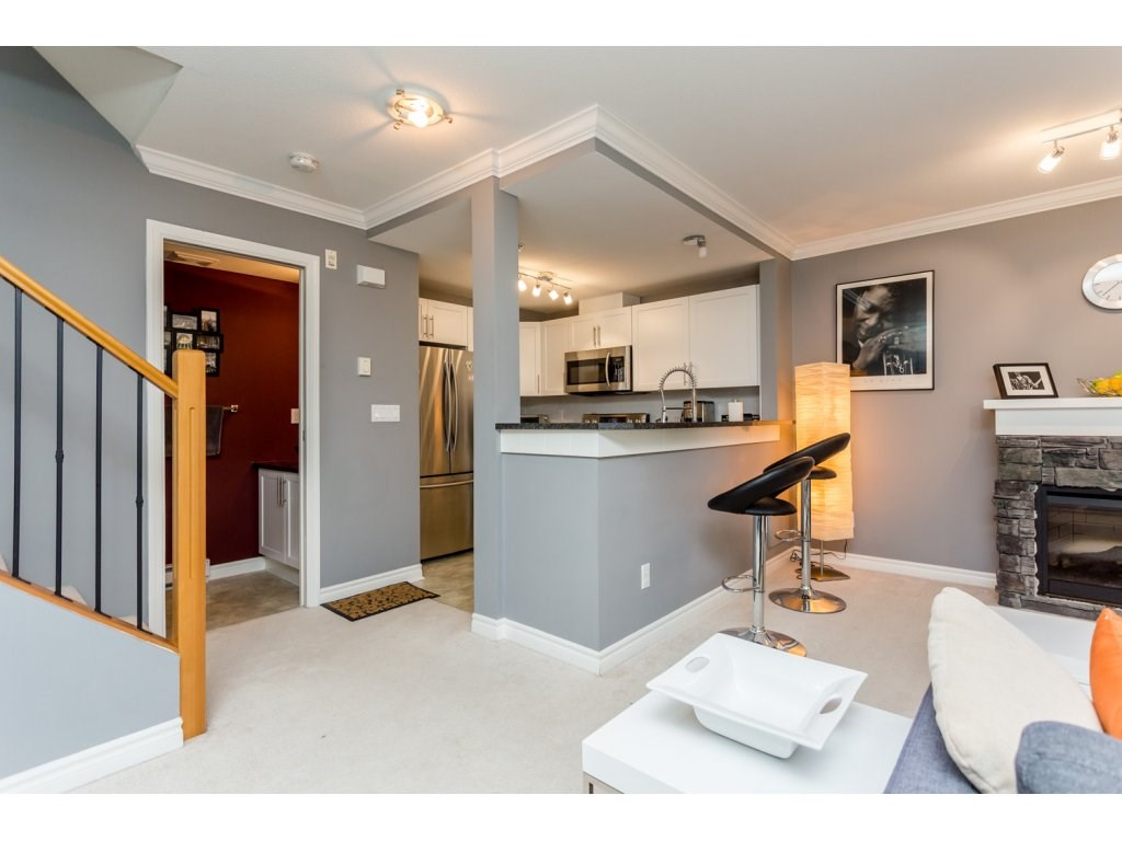 "Photo 8: 63 7488 SOUTHWYNDE Avenue in Burnaby: South Slope Townhouse for sale in ""LEDGESTONE 1"" (Burnaby South)  : MLS(r) # R2086598"