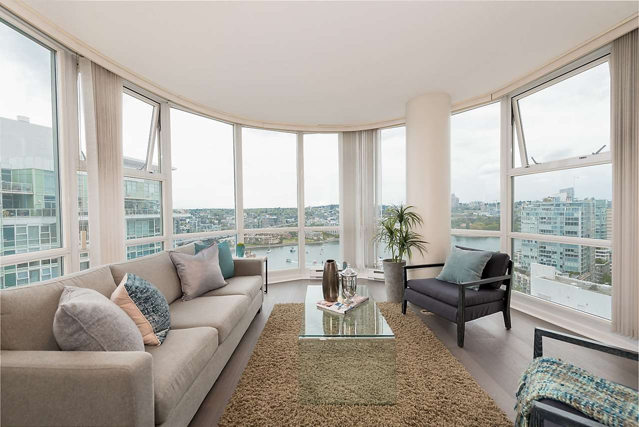 "Main Photo: 2508 193 AQUARIUS Mews in Vancouver: Yaletown Condo for sale in ""MARINASIDE RESORT RESIDENCES"" (Vancouver West)  : MLS®# R2106066"