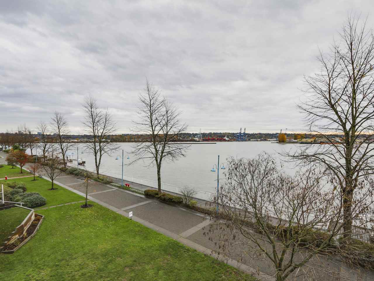 "Main Photo: 304A 1220 QUAYSIDE Drive in New Westminster: Quay Condo for sale in ""TIFFANY SHORES"" : MLS® # R2122285"