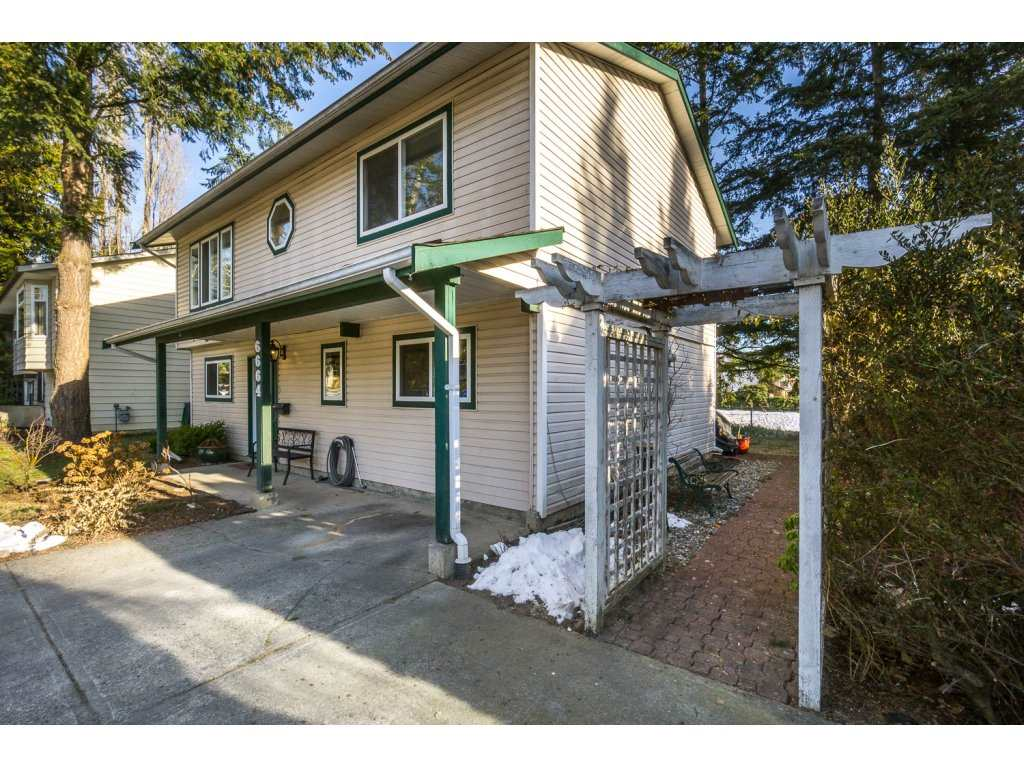 Photo 2: 6664 141 Street in Surrey: East Newton House for sale : MLS(r) # R2132536