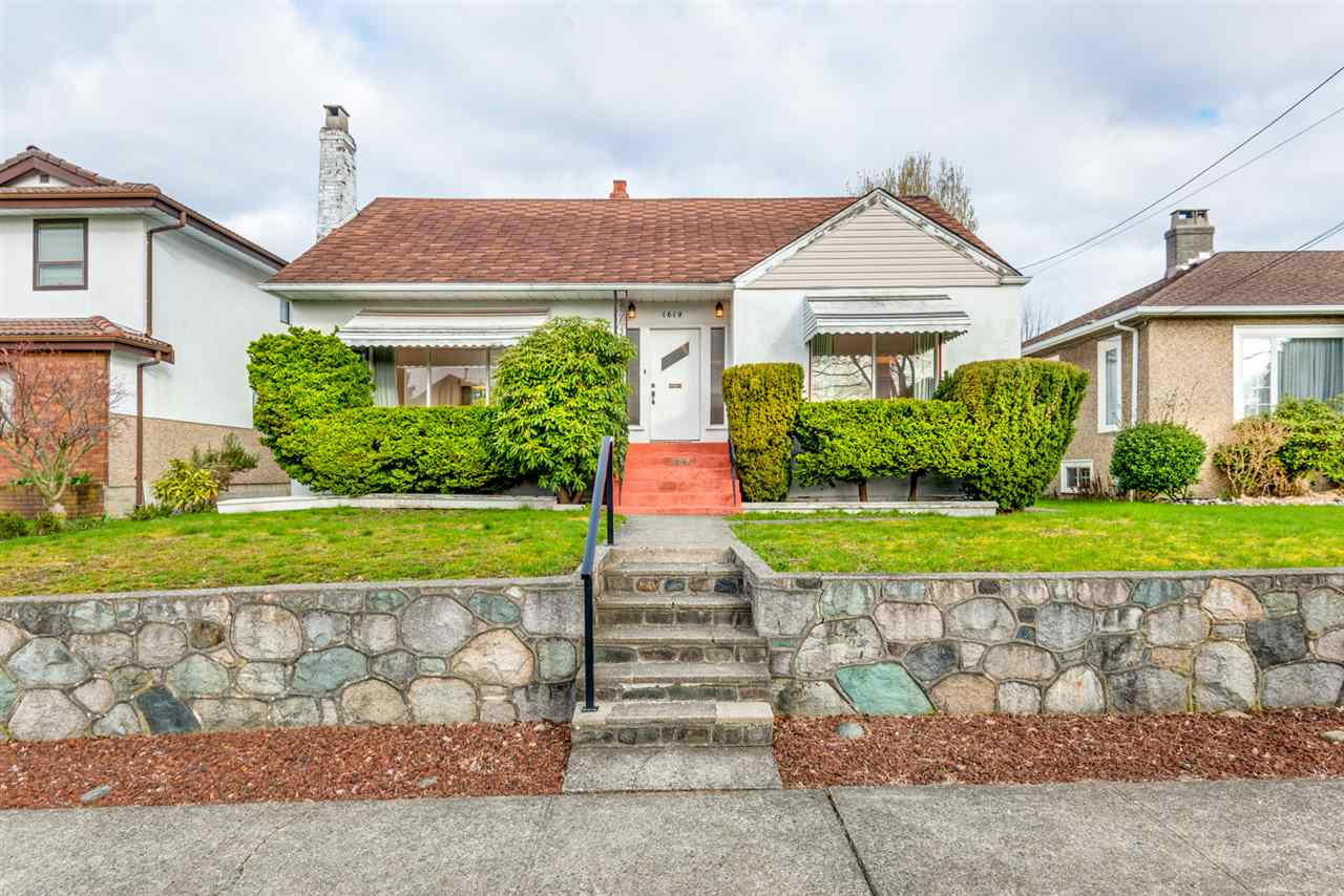 "Main Photo: 1619 LONDON Street in New Westminster: West End NW House for sale in ""WEST END"" : MLS®# R2153166"