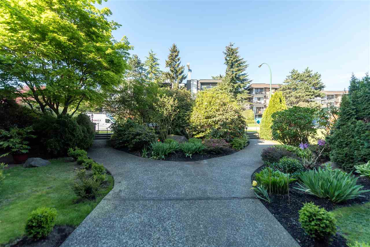"Photo 4: 310 155 E 5TH Street in North Vancouver: Lower Lonsdale Condo for sale in ""Winchester Estates"" : MLS(r) # R2164860"