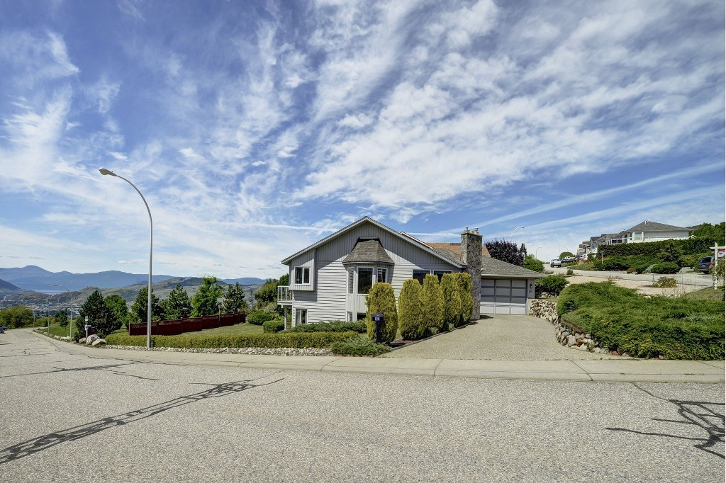Photo 2: 101 Whistler Place in Vernon: Foothills House for sale (North Okanagan)
