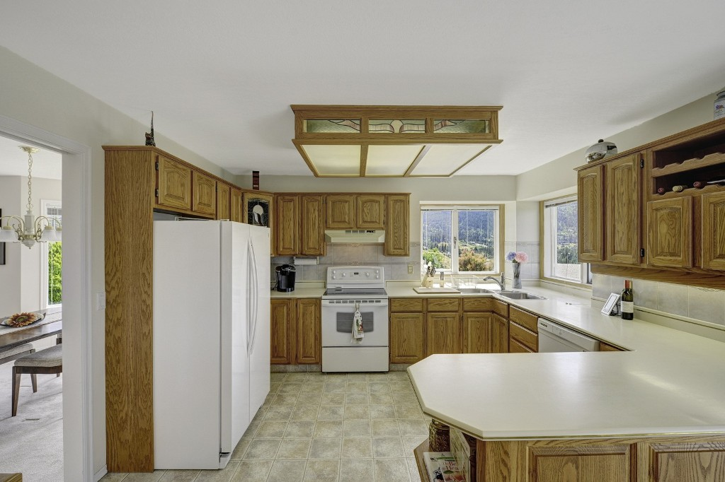 Photo 10: 101 Whistler Place in Vernon: Foothills House for sale (North Okanagan)