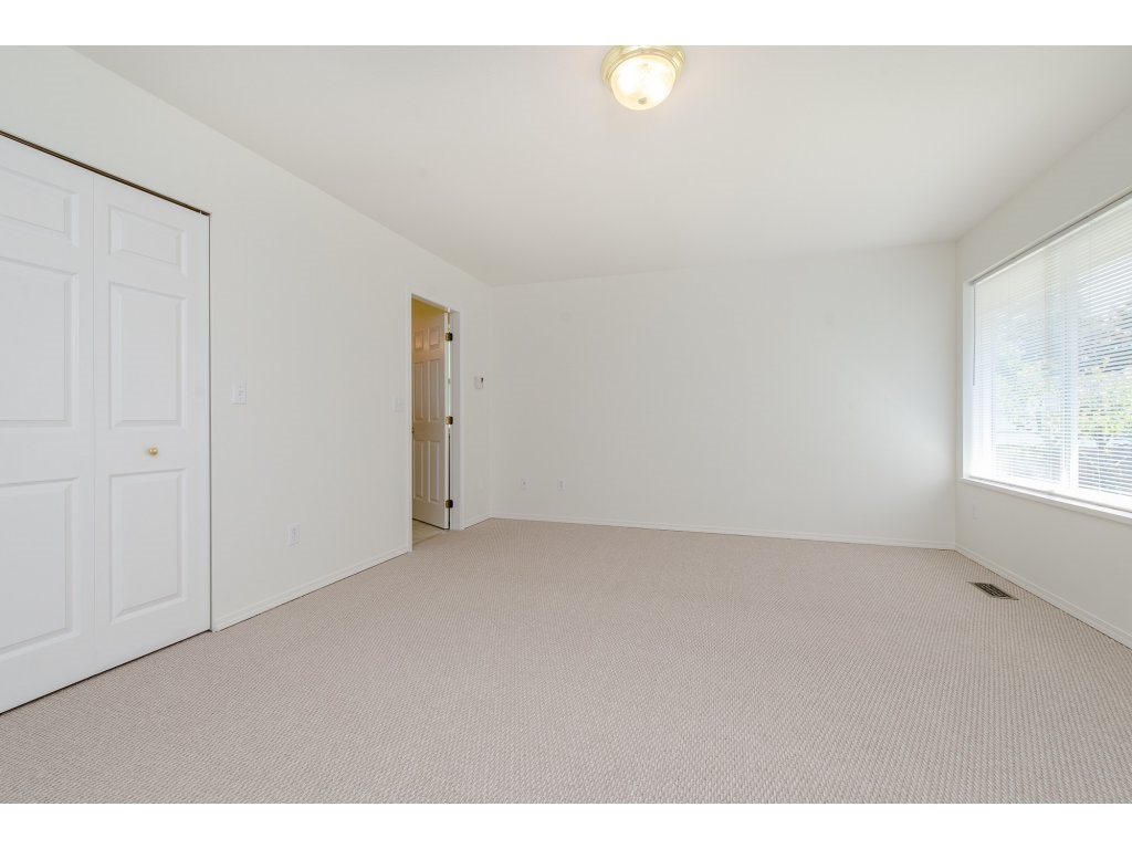 Photo 12: 2748 MOUNTVIEW Street in Abbotsford: Central Abbotsford House for sale : MLS(r) # R2171451