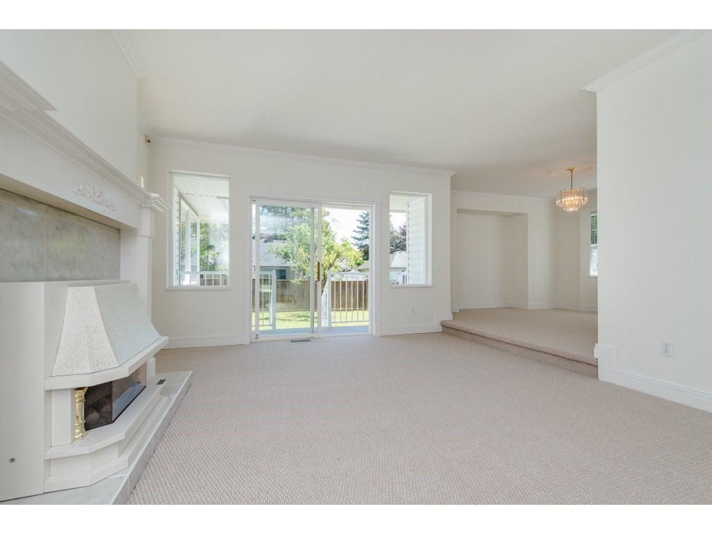 Photo 11: 2748 MOUNTVIEW Street in Abbotsford: Central Abbotsford House for sale : MLS(r) # R2171451