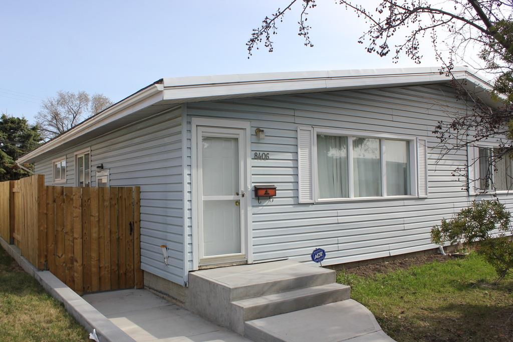 Main Photo: 8406 133A Avenue in Edmonton: Zone 02 House Half Duplex for sale : MLS® # E4068127