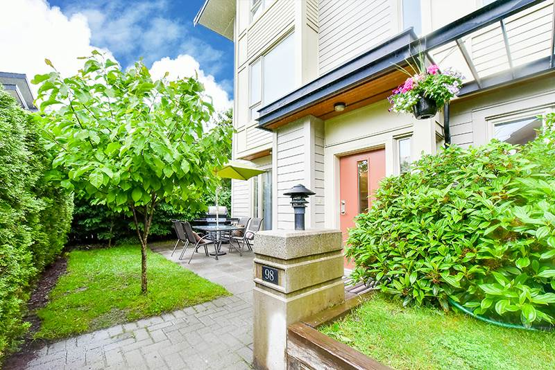 Main Photo: 98 9229 UNIVERSITY Crescent in Burnaby: Simon Fraser Univer. Townhouse for sale (Burnaby North)  : MLS(r) # R2179204