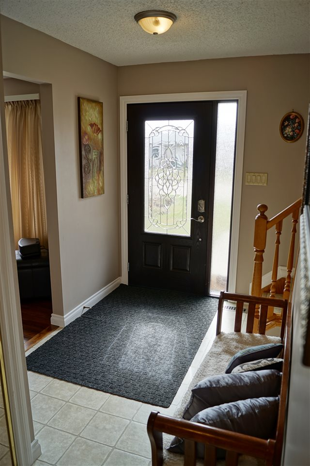 6) Spacious entry separate from living areas