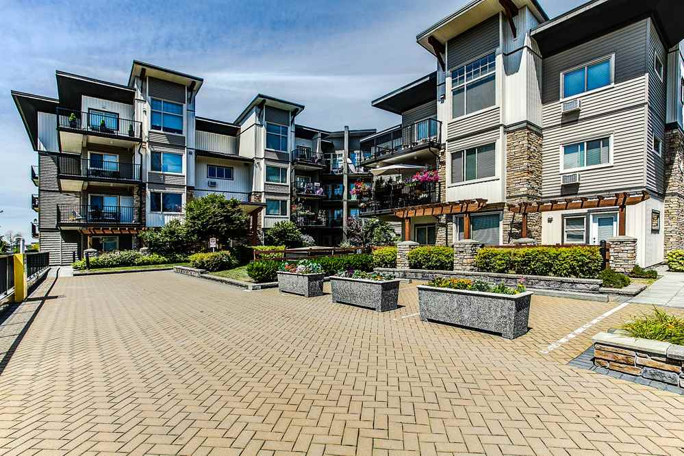 "Main Photo: 302 11935 BURNETT Street in Maple Ridge: East Central Condo for sale in ""KENSINGTON PLACE"" : MLS® # R2186960"
