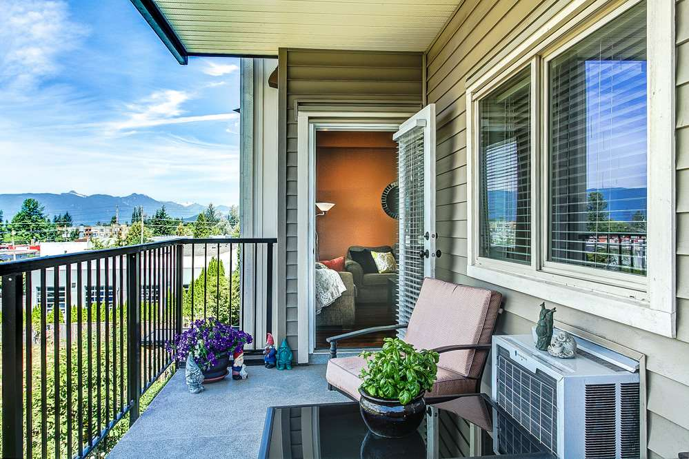 "Photo 13: 302 11935 BURNETT Street in Maple Ridge: East Central Condo for sale in ""KENSINGTON PLACE"" : MLS® # R2186960"